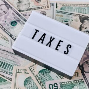 Paying Taxes as a U.S. Expat in the United Kingdom