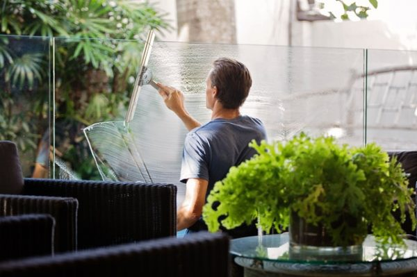Advantages of Using Quality Glass Cleaning Services